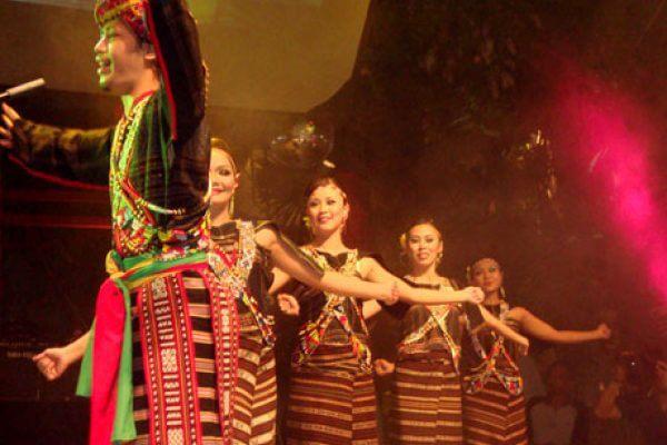 Festival Notolon Tarob ( Festival Gerhana Matahari)