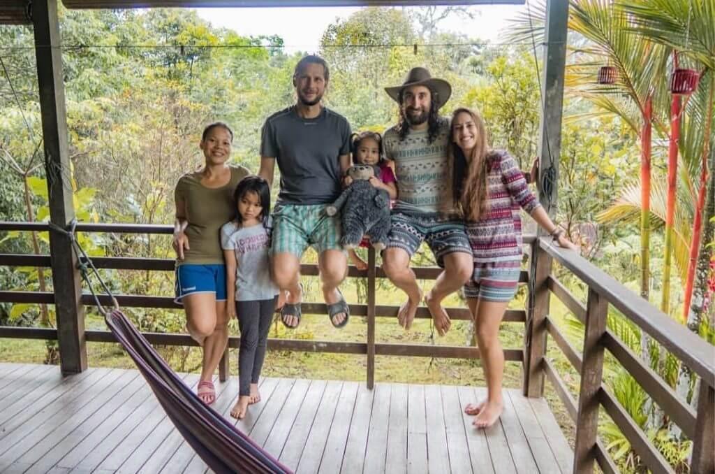 Pasangan Backpackers Eropah Ini Temui Homestay Rare di Hutan Sarawak