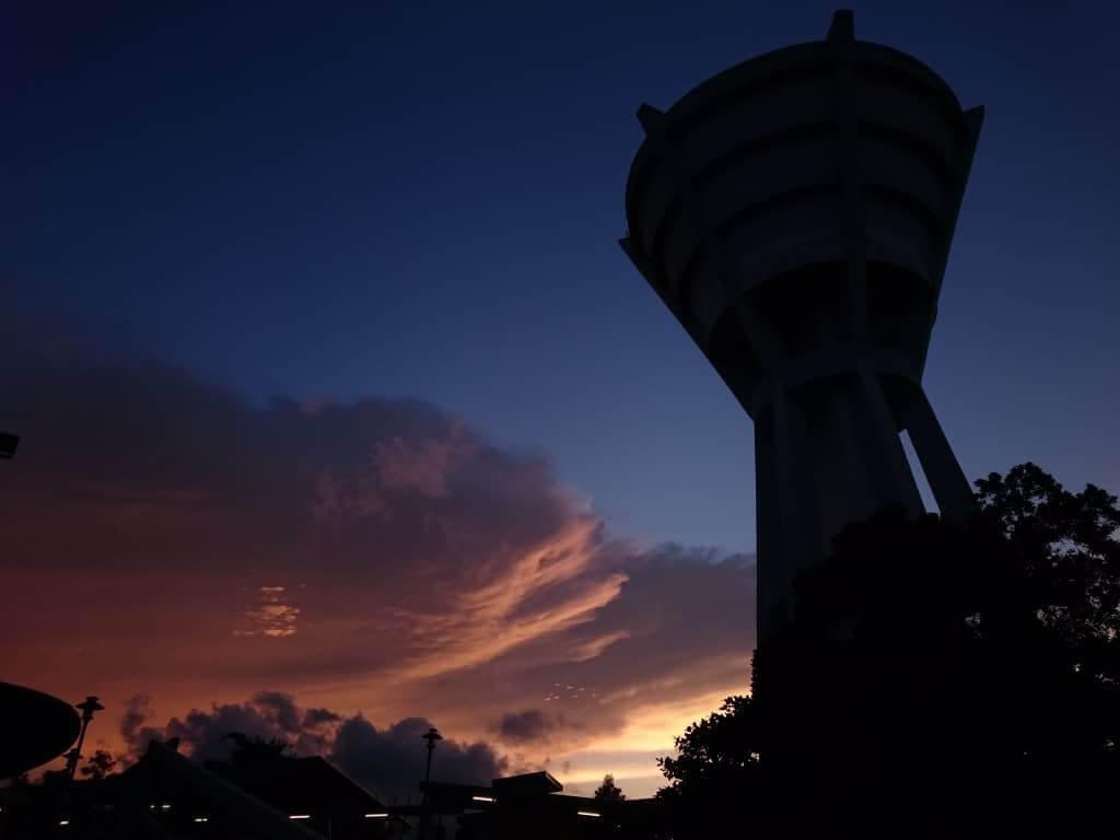 Gambar Sunset di IPTA Sarawak Ini Tular, Memang AMAZING!