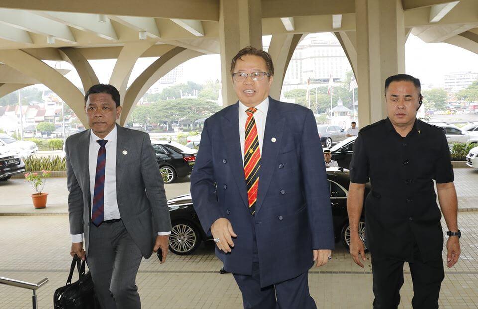 Bonus 2 bulan Atau Minima RM2000 Untuk Penjawat Awam Sarawak