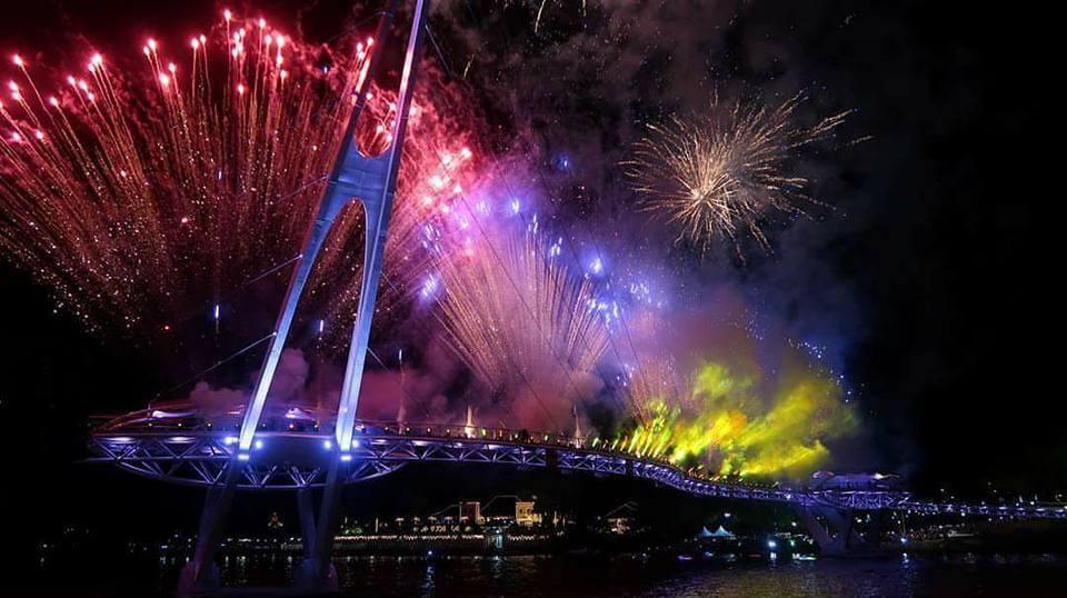 Ini 4 Port Cun Untuk Anda Menonton Pertunjukan Bunga Api di Kuching