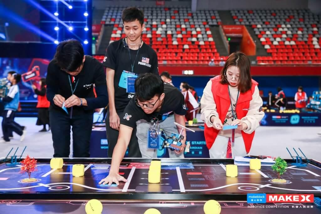 Tewaskan 3,500 Pasukan Di Dunia, Pelajar Sekolah Sarawak Juara Dunia Pertandingan Robotik