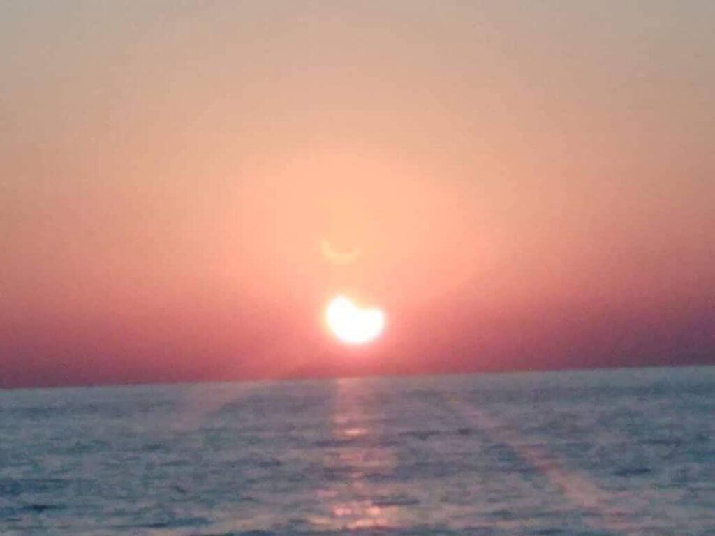 Lihat Gambar Awesome Gerhana Matahari Cincin Yang Sempat Dirakam Netizen Di Sarawak