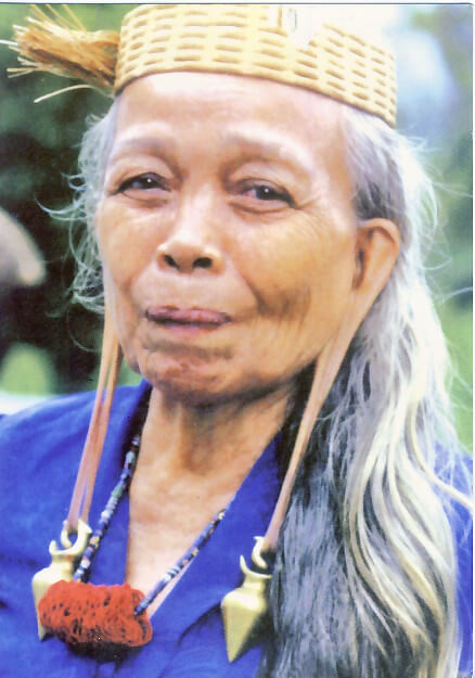 Kenali Tradisi Istimewa Telinga Panjang Orang Ulu