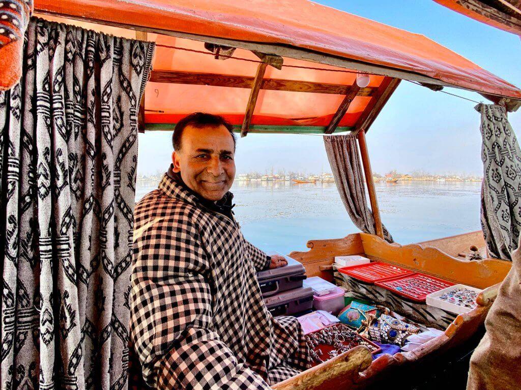 Pemuda Ini Kembali Lagi, Kali Ini Kongsi Panduan Ke Kashmir Pula