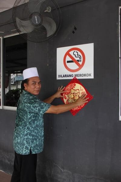 Restoran Melayu Di Sarawak Ini Selamba Hias Kedai Dengan Dekorasi Tahun Baru Cina