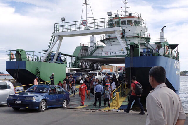 LABUAN, June 11 -- Mass exodus at Labuan International Ferry Terminal as holidaymakers return to Labuan since the last three days, as the festive holiday season comes to an end. Ferry and boat operators in full compliance of safety requirements. --fotoBERNAMA (2019) COPYRIGHT RESERVED