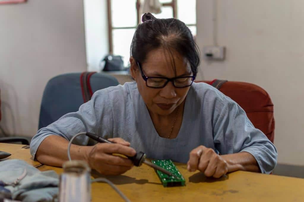 100 Buah Rumah Bakal Diterangi Cahaya Di Sabah, Terima Kasih Kepada 'Solar Mama' Ini