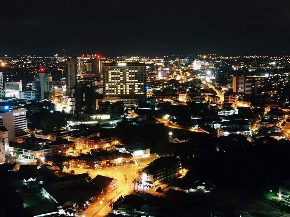 Papar Bentuk Hati Guna Lampu Bilik, Ini Kompilasi Pemandangan Hotel Yang Kreatif Di Kuching
