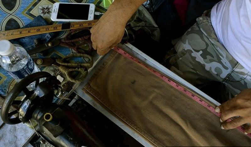 Guna Mesin Jahit 'Butterfly' Saja, Kenali Tukang Jahit Lelaki Di Pasar Filipina, Kota Kinabalu