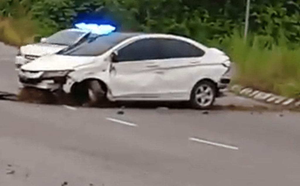 TULAR : Video Lelaki Ingkar Perintah Kawalan Pergerakan Langgar Kenderaan Polis Di Sarawak