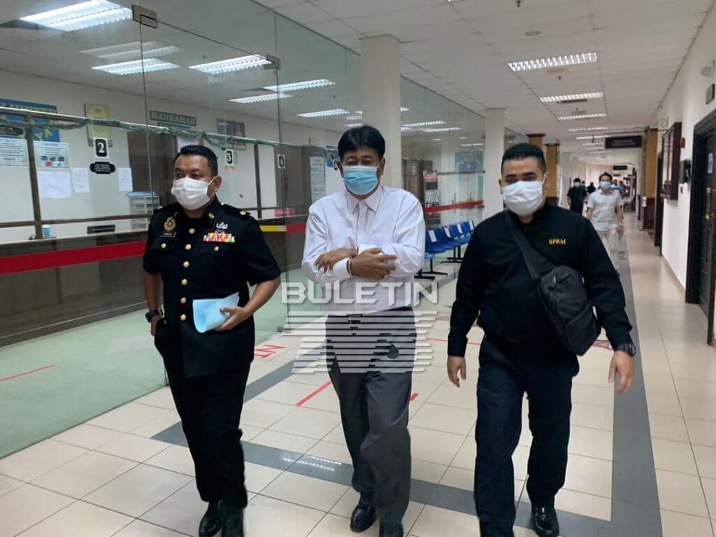 Bekas Guru Besar Di Kuching Dipenjara 3 Tahun, Kantoi Serah Projek RMT Kepada Isteri Sendiri