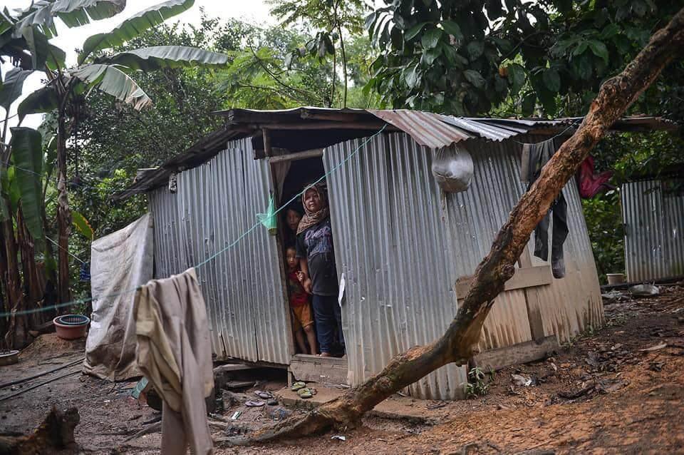 Tinggal Di Pondok Selama 30 Tahun, Ustaz Ebit Lew Bantu Keluarga Susah Di Sabah