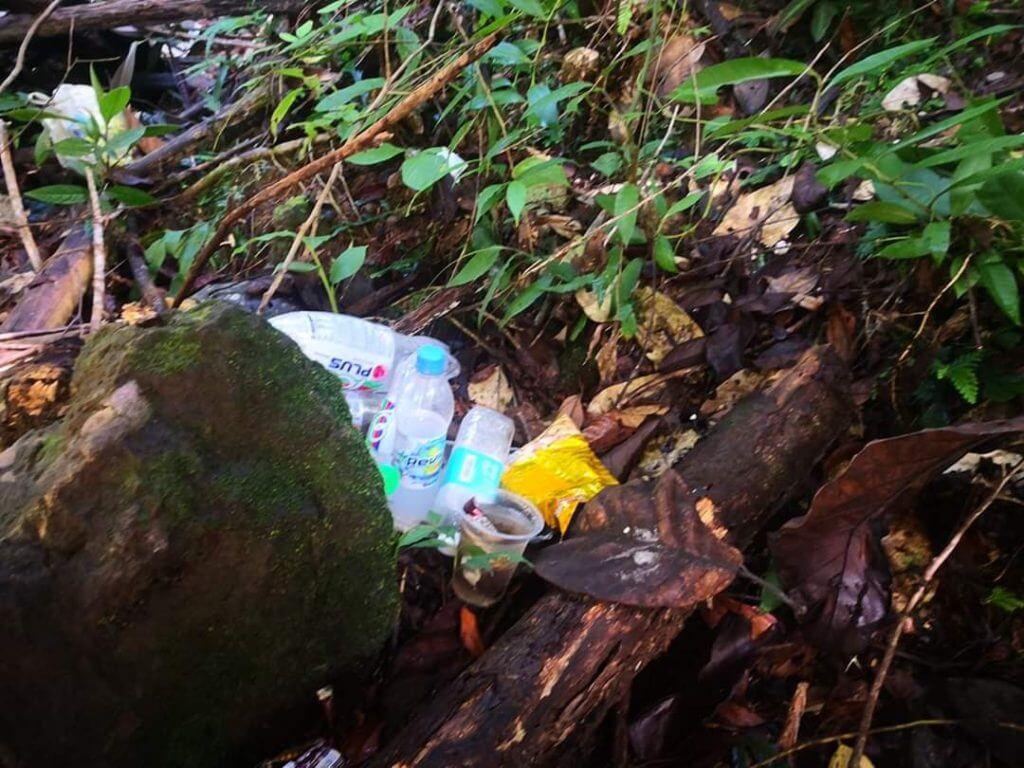 Kecewa Lihat Sampah Dibuang Di Air Terjun Bengoh, Lelaki Ini Sekolahkan Para Pendaki
