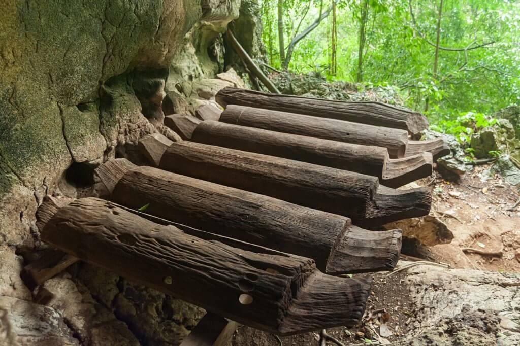 Ini Adalah 4 Pengebumian Kuno Di Masyarakat Borneo