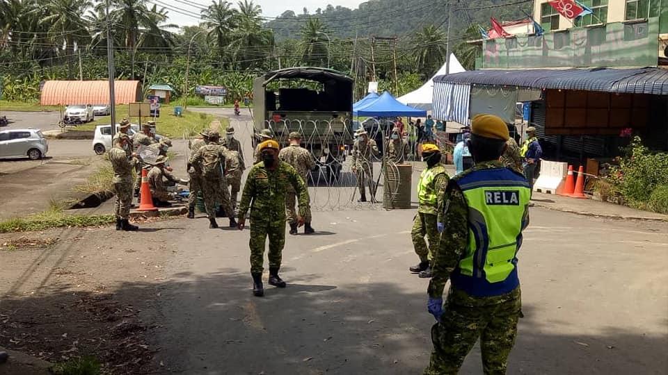 Bantuan Tak Sampai-Sampai, Penduduk Di PKPD Semarak Sabah Protes Bekalan Disekat