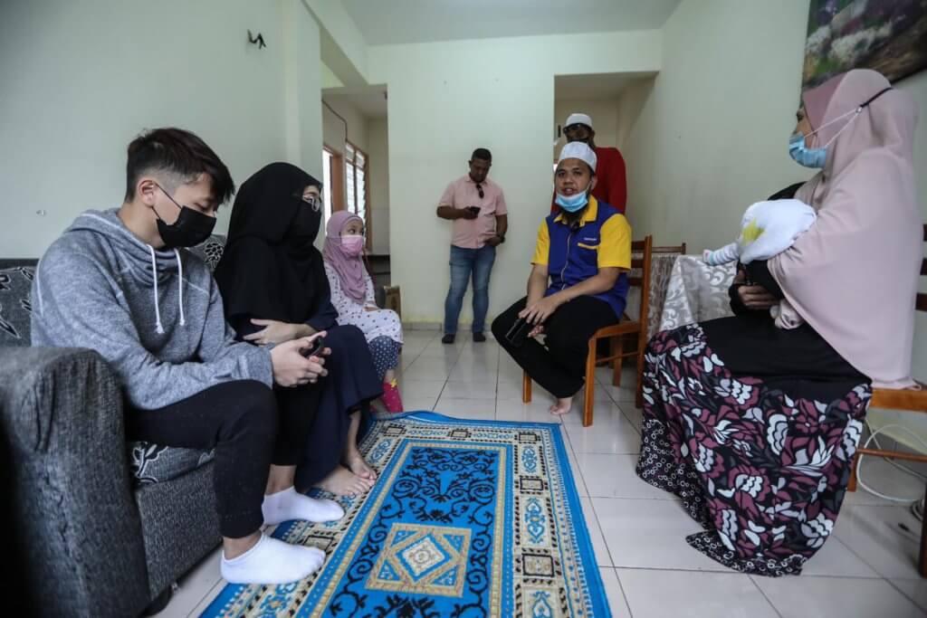 Keluarga Dari Sarawak Ditipu Kerja Di Semenanjung Kini Selamat Dibantu Ustaz Ebit Lew