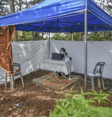 Demi Capaian Internet, Bapa Ini Sanggup Mendirikan Khemah Atas Bukit Untuk Anaknya Belajar