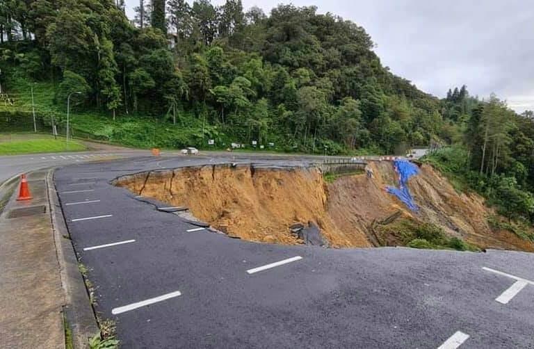 Tanah Runtuh Sepanjang 150 meter Berlaku Di Tempat Letak Kereta Taman Kinabalu, Ranau