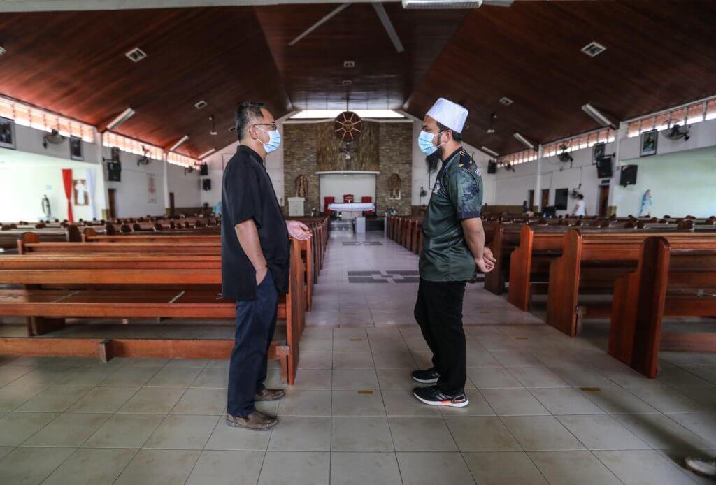 Lawatan Ustaz Ebit Liew Ke Gereja Katolik Di Lahad Datu Buat Netizen Bangga Dan Terharu