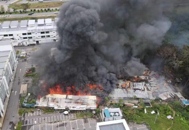 Tiga Blok Rumah Pekerja Musnah Terbakar Di Jalan Pujut 7 Miri