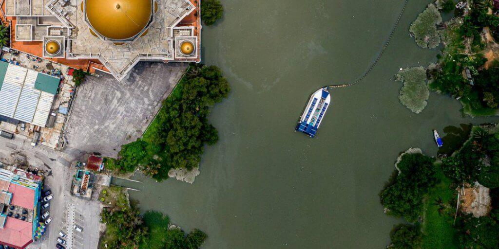 Coldplay Taja Interceptor 005, Mesin Untuk Membersihkan Sungai Di Malaysia