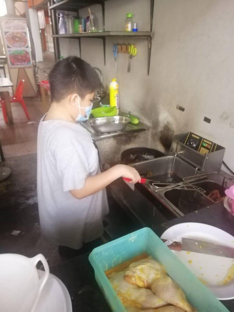 Kanak-Kanak Berumur 12 Tahun Ini Kini Pengusaha Nasi Lemak Kegemaran Ramai Di Miri
