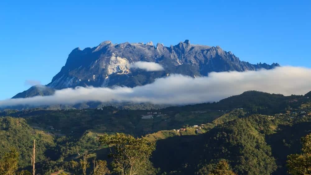 Pelajar Sekolah Di Sabah Ini Hadiri Kelas Dengan Pemandangan  Gunung Kinabalu