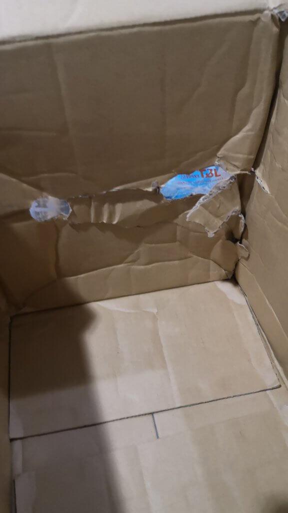 Kotak Kek Lapis Sarawak Ditebuk, Netizen Berang Barang Kiriman Banyak Lesap Dan Rosak