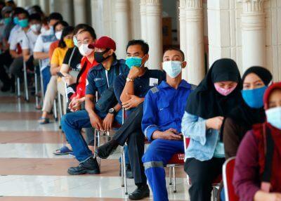 VIP Potong Barisan Vaksin OKU Di Kuching, Uggah Minta Maaf