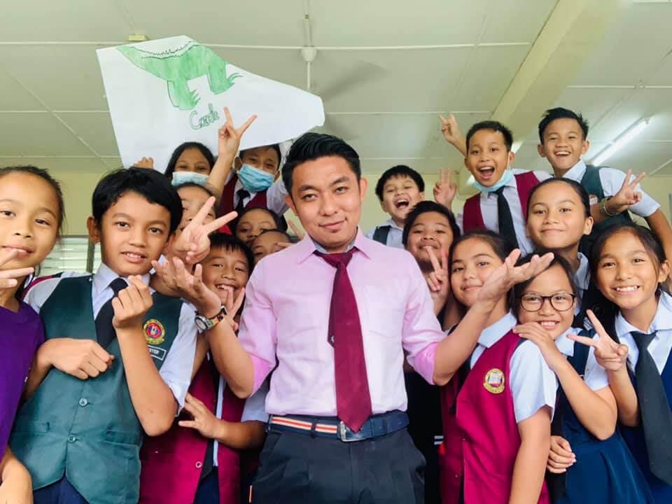 Guru Inspirasi Anak Jati Sarawak Dianugerahkan RISE Educator Award 2021