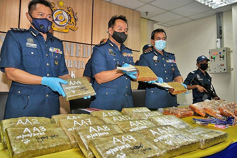 Tak Sedar Bawa Bagasi Berisi 18kg Ganja, Mangsa Keldai Dadah Ditahan Di Lapangan Terbang Kuching