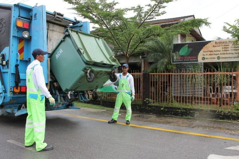 Seramai 17 Kakitangan Positif COVID-19, Perkhidmatan Kumpul Sampah Di Kuching Terjejas