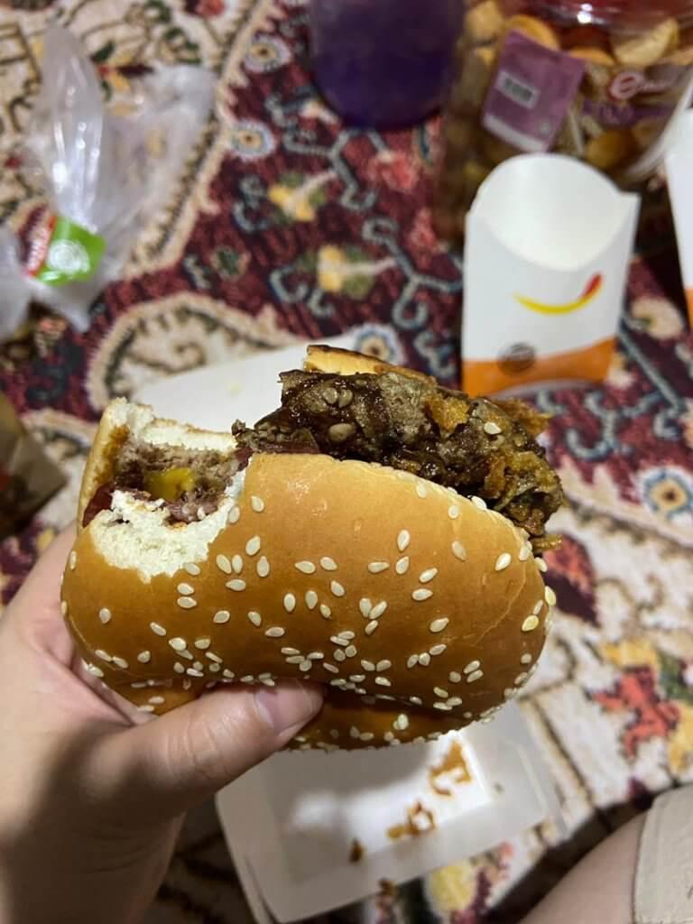 Sedap Ke? Ini Review Jujur Kami Tentang Burger Sos Coklat Viral Burger King