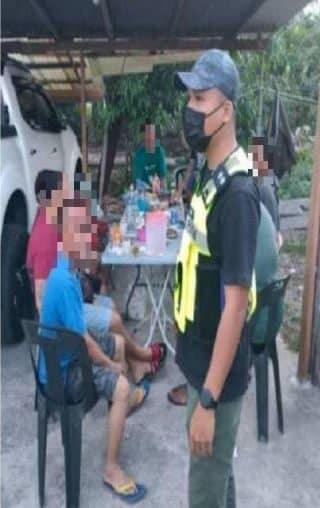 Berkumpul Sambut Hari Jadi Masa PKP, Polis Keluarkan Kompaun RM 15K Kepada 10 Lelaki Di Kuching