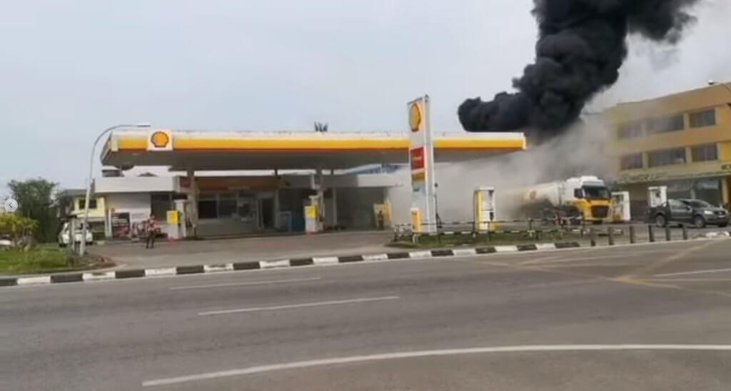 Api Marak Di Sebelah Tangki Lori Petrol, Stesen Minyak Di Sibu Hampir Terbakar