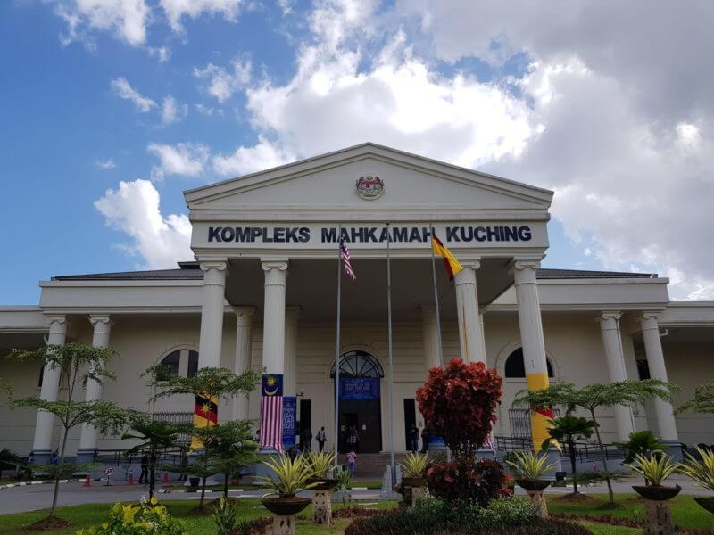 Masuk Sarawak Guna Keputusan Ujian Calitan COVID-19 Palsu, 11 Lelaki Didenda Di Mahkamah Majistret Kuching